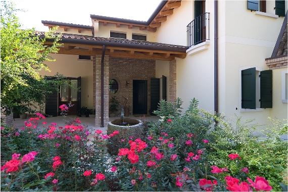 Finestre, scuri e portefinestre - Italian windows, patio doors, and shutters