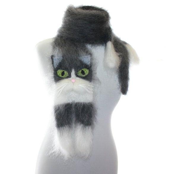 Smoking Cat / Knitted Scarf / Soft Fuzzy écharpe / gris par TaniaSh