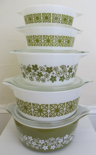 Pyrex, these remind me of my childhood. wait,   i'm pretty sure my mom still has these.....