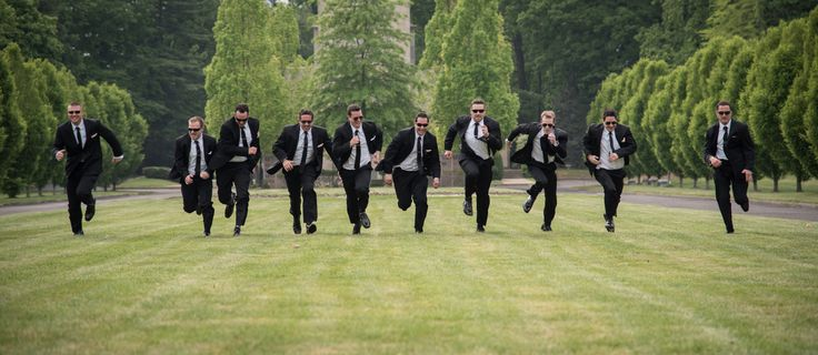 Funny groomsmen picture. Wedding photography