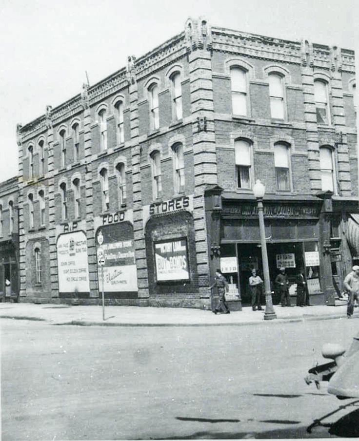 Built in 1875 by Mary Ketchum, 199 Broadway housed a retail store by Kent and Gilchrist, Marshall Green & Co's dry goods store, Green, McBridge & Co., Lawson Boots & Shoes, Dr. Frederick Lewis' medical practice, A&P Compant (as seen in this photo), and later the Bank of Toronto, who had to renovate the building as upper level apartments were prohibited above a bank.  Photo courtesy of Dufferin County Museum & Archives.