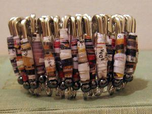 make paper bead bracelets!