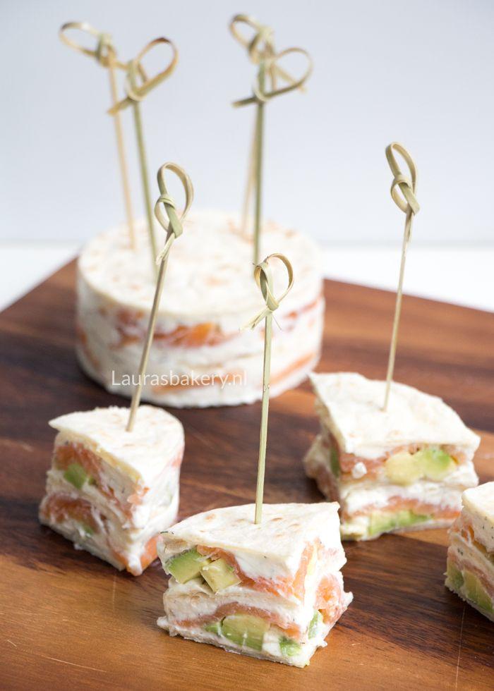 Dat je creatief kunt zijn met wraps laten we zien met deze gerookte zalm wrap taartjes. Je kunt ze serveren als voorgerecht of als hapje bij een high tea.
