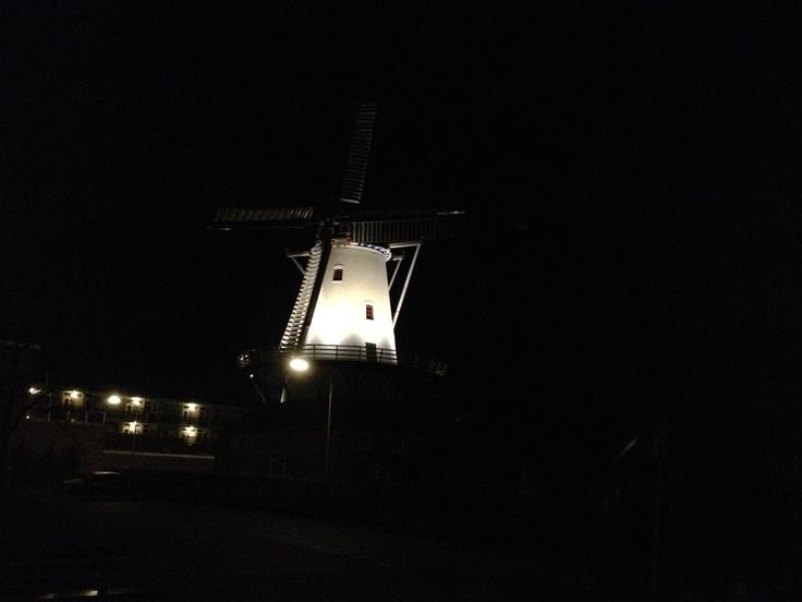Molen De Hoop in Haren bij nacht. (iPhone). Foto: Marco in 't Veldt