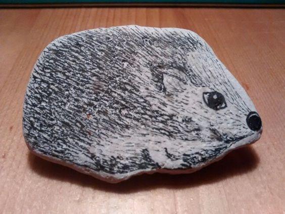 egel, micronpen op steen (€ 5,00)