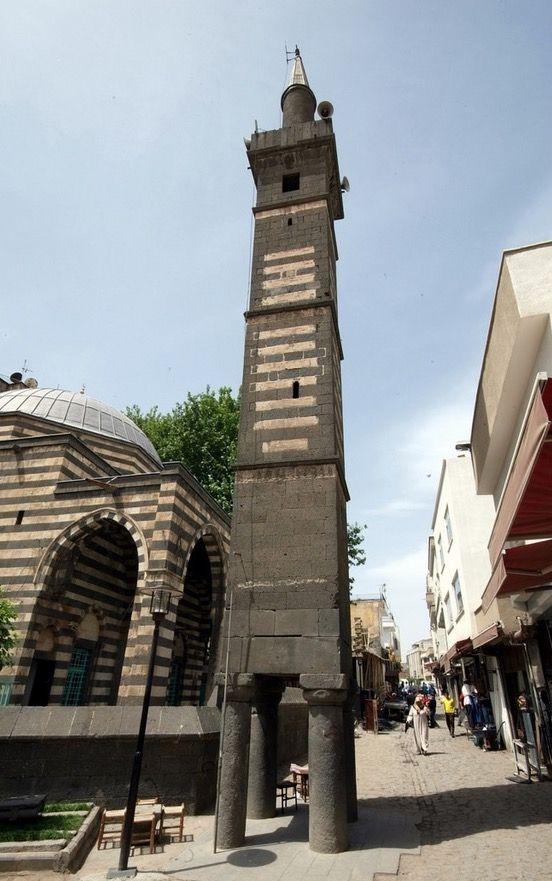 Dört ayaklı minare(Şeyh Matahhar Camii)/Diyarbakır/// 1500 yılında Akkoyunlu beylerinden Kasım Bey tarafından inşa ettirilmiş cami.Halk arasında Şeyh Matar Camii olarak bilinir fakat kaynaklarda adı Kasım Bey Camii veya Kasım Padişah Camii olarak da geçmektedir.