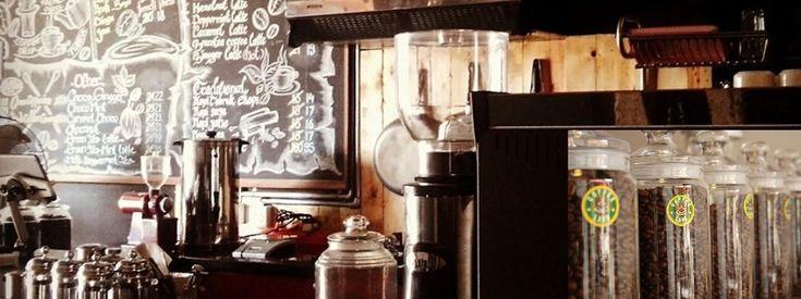 Coffeeland Indonesia menawarkan paket franchise kedai kopi lokal berkualitas yang tidak kalah aroma dan rasanya dengan kedai kopi asing.