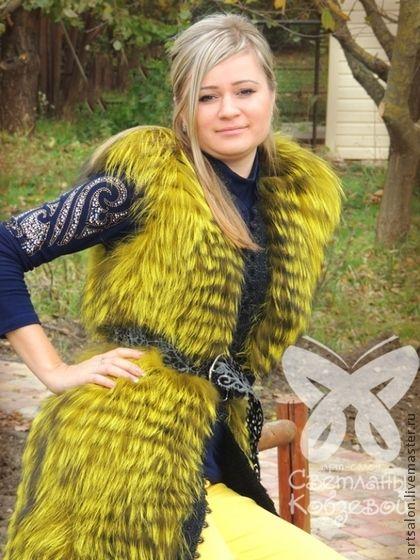 Жилет `Осенний янтарь`. Сочетание вязанного трикотажа с натуральным мехом неоновых оттенков - самая трендовая вещица в этом сезоне. Модный удлиненный жилет янтарной окраски окантован роскошным шелковым кружевом. Внутренняя сторона жилета -…