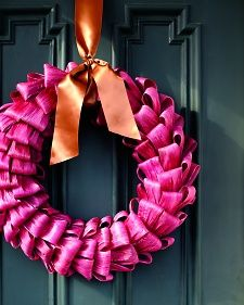 Learn how to make a cornhusk wreath for Thanksgiving with an idea from Martha Stewart.