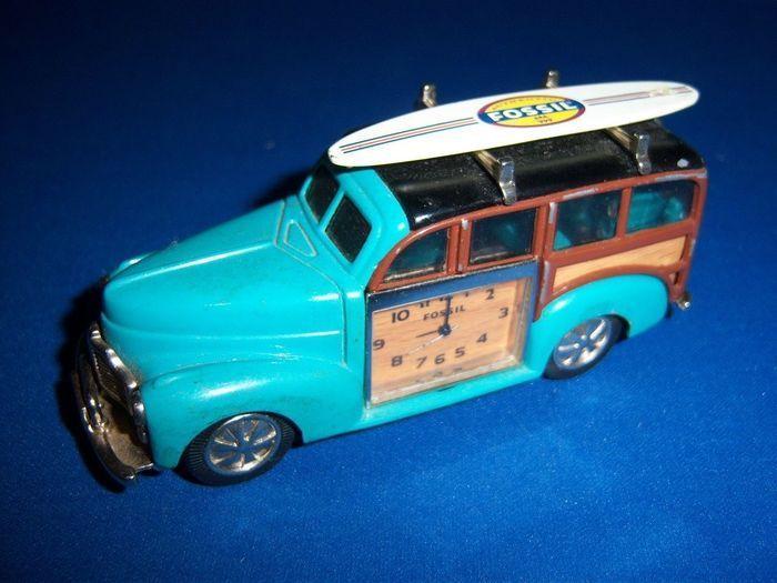 Fossil bureauklok model Chevrolet Woody met surfplank - Limited edition - Periode eind 20e eeuw