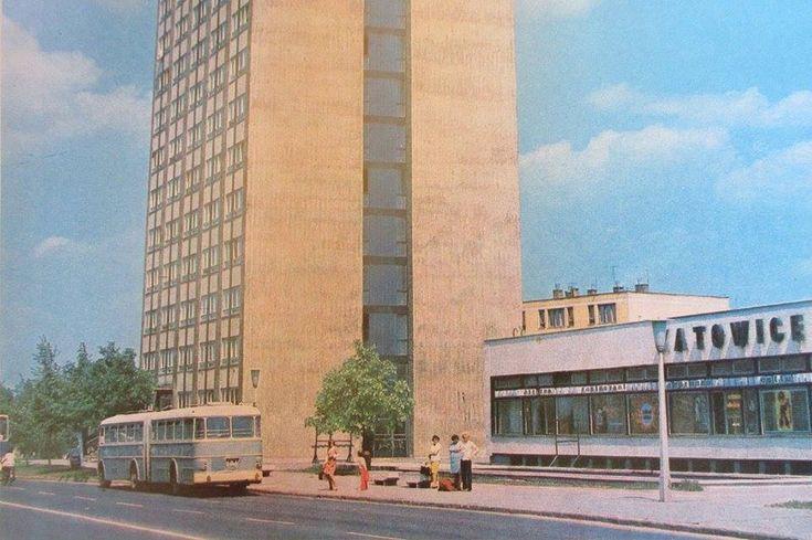 Miskolc, 20 emeletes és mellette a Katowice étterem.