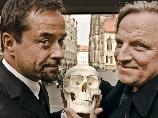 Jan Josef Liefers (l.) und Axel Prahl arbeiten derzeit an einem neuen Tatort aus Münster Foto: WDR/Markus Tedeskino