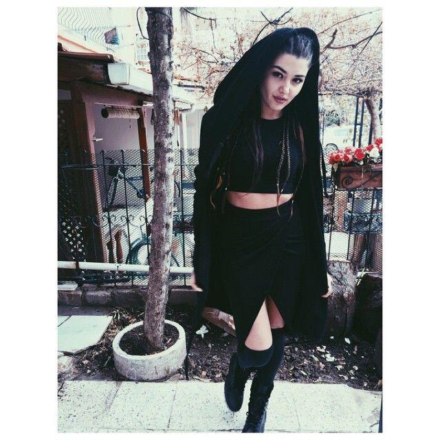 """116.9b Beğenme, 549 Yorum - Instagram'da Hande Erçel (@handemiyy): """""""""""
