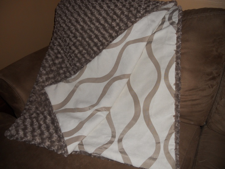 Reversable throw blanket - taupe waves