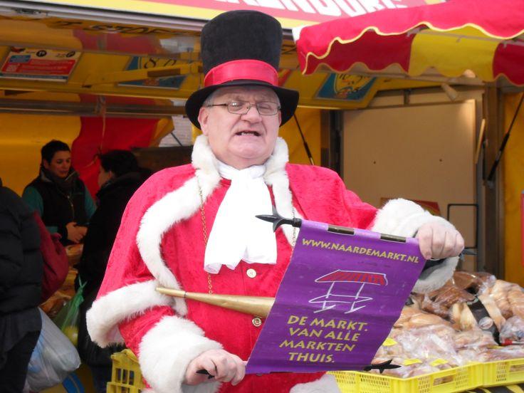 Op woensdagochtend 23 december stond de weekmarkt in het centrum in het teken van kerstmis.