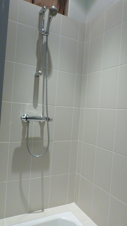 grande douche avec robinet thermostatique