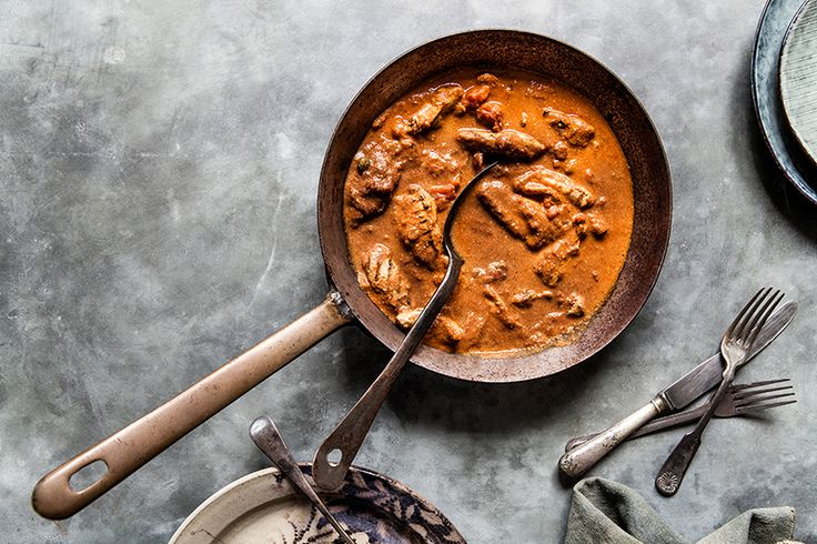 A perfect blend of RawSpiceBar's Punjabi garam masala chicken and tandoori spice blends, tender chicken & garlicky tomato sauce, chicken tikka masala using