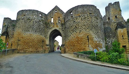 gate in the maintained city walls, Domme