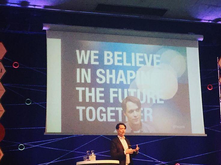 An awesome Virtual Reality pic! Lyssnar på Hannes Sjöblad Chief Disruption Officer Sverigeambassadör för Singularity University om revolutionerande teknikutveckling artificiell intelligens biohacking wearables och kreativa visioner i Sverige och världen på #lundgrandprix #lund #visitlund #singularityuniversity #disruptive #tech #biohacking #biohackers #visitsweden #wearables #virtualreality by aasandahl check us out: http://bit.ly/1KyLetq