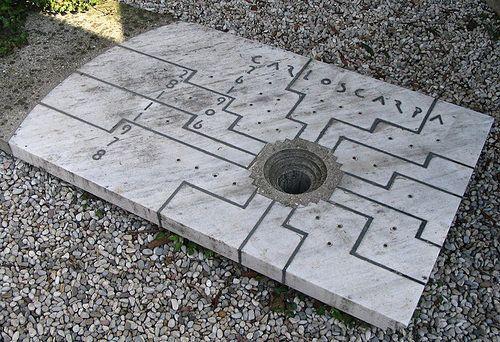 Могила Карло Скарпа, итальянского архитектора Carlo Scarpa's grave in the Brion Cemetery in Treviso, Italy.