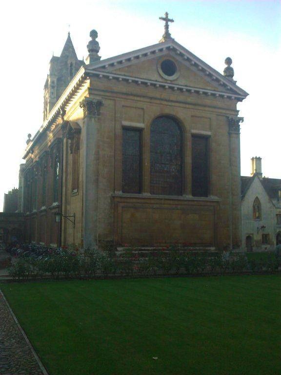 omerton Koleji ise yeni Georgian stili ve gotik Victoria girişini bir arada tutan bir yapı... Daha fazla fotoğraf ve bilgi için; http://www.geziyorum.net/cambridge/