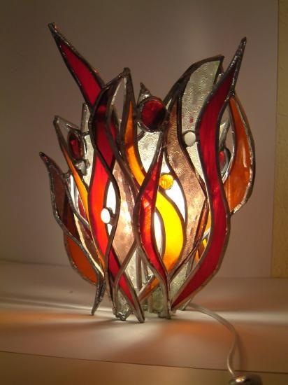 Les 64 meilleures images du tableau lampe vitrail sur for Miroir vitrail modeles