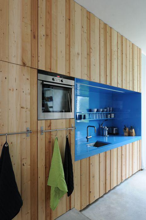 25 beste idee n over houten wanden op pinterest houten muur houten paneel muren en hout for Houten lambrisering in de badkamer