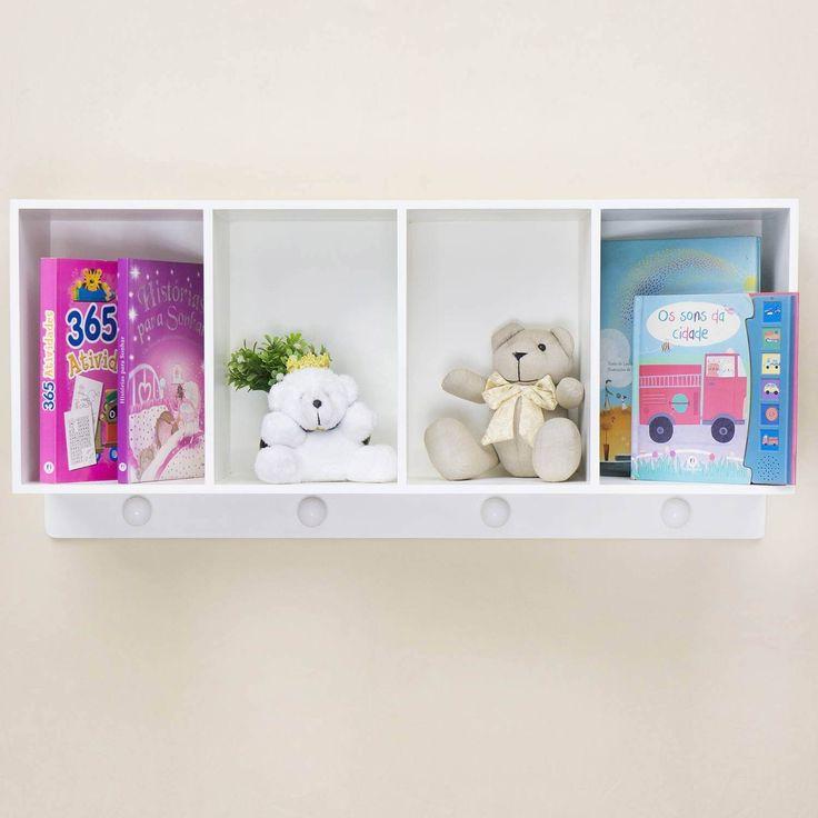 A Prateleira Cabideiro 4 Divisórias é incrível! com ela, o quarto de bebê fica mais organizado e ainda conta com espaço para guardar os brinquedos e livros preferidos do bebê, com muita cor e alegria!