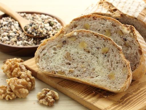 huile de noix, farine, levure de boulanger, eau, cerneau de noix, miel