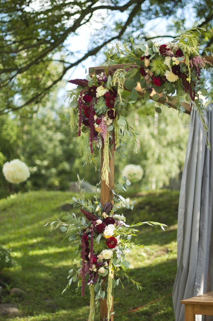 wedding outdoors gold and marsala / fot. Blackgalaxy Photography