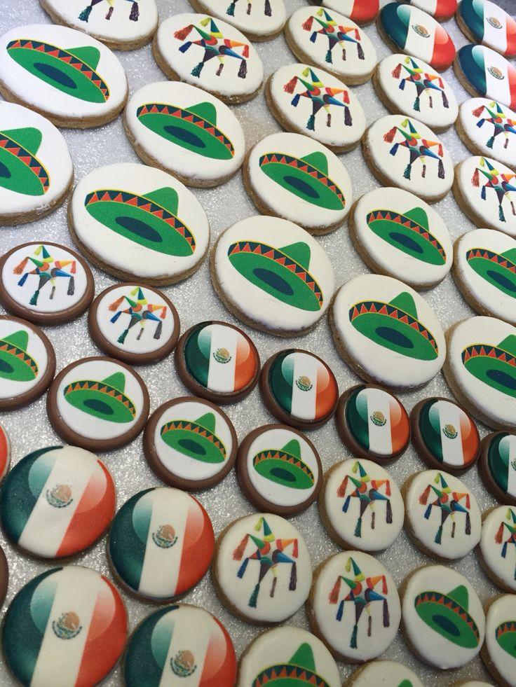 Terminando los pedidos para este 16 de Septiembre! Chocolates y galletas impresas.  Galletas desde $9 c/u Chocolates desde $13 c/u  #independenciamexicana #16sept #chocolatesimpresos #chocolate #cookies #galletasdecoradas #galletasimpresas