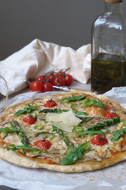 Pizza hecha en casa, recetas con espárragos trigueros, pizza espárragos trigueros, rúcula Vegetable Pizza, Bacon, Vegan, Vegetables, Yummy Yummy, Food, Home, Healthy Pizza, Healthy Recipes