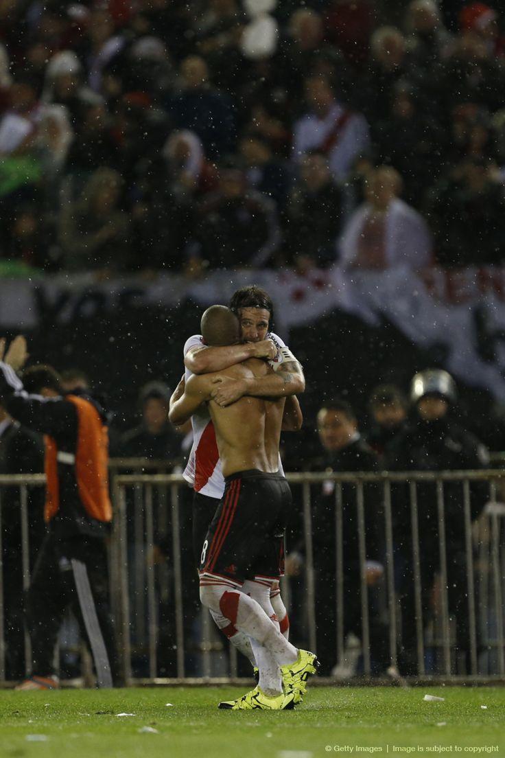 Abrazo de Gloria #River #Cavenaghi #Sanchez