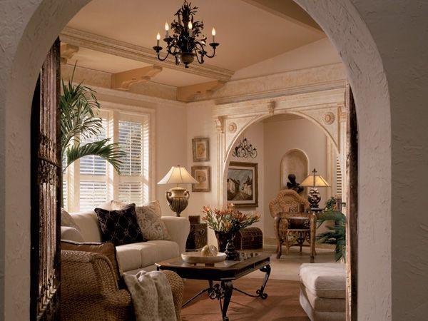 Cómo embellecer el interior de una vivienda añadiendo molduras como elementos decorativos .