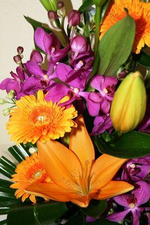 Bloomin Boxes :: Florists choice arrangement