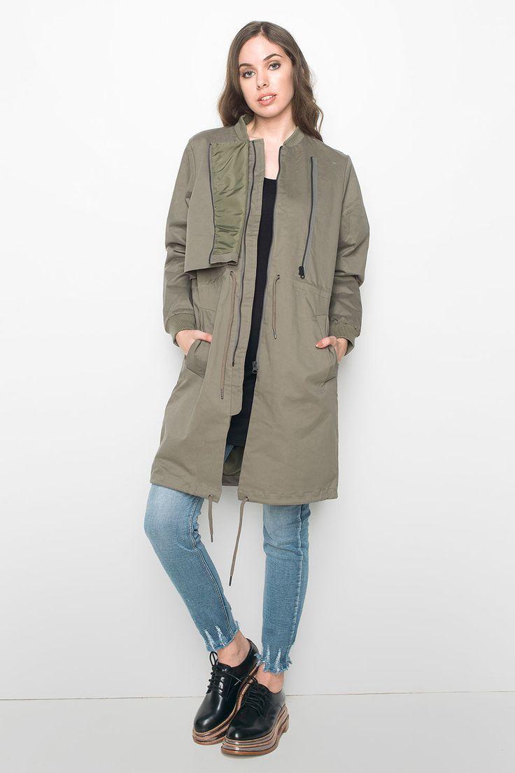 Γυναικείο parka bomber Just Female - Litchen. Όταν το κλασσικό parka συνάντησε το σχεδιασμό του bomber jacket, δημιουργήθηκε αυτό το μοναδικό  και στυλάτο κομμάτι outerwear. Διαθέτοντας μακριά μανίκια, κλείσιμο με φερμουάρ στο πάνω μέρος, κορδόνια περίσφιξης στη μέση και στο τελείωμα, χαρίζει απαράμιλλο στυλ και σίγουρα θα το λατρέψετε. Συνδυάστε το με ένα ελαφρύ πλεκτό crop top, ένα απλό παντελόνι και τα αγαπημένα σας sneakers, απογειώνοντας το στυλ σας. Λεπτομέρειες: 98% βαμβάκι 2% σπάντεξ