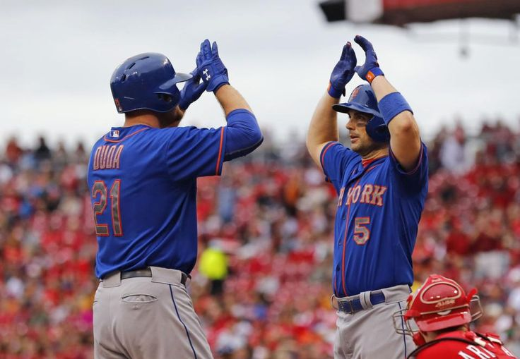 Lucas Duda (21) Celebrates With David Wright (5) After Hitting A Grand Slam In The First Inning Against The Cincinnati Reds, Saturday, Sept. 26, 2015, In Cincinnati.
