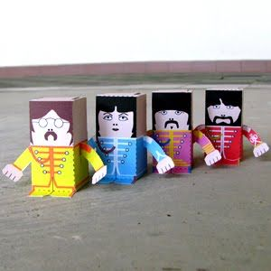 PAPER TOY: The Beatles (Sgt. Pepper's Lonely Hearts Club Band)