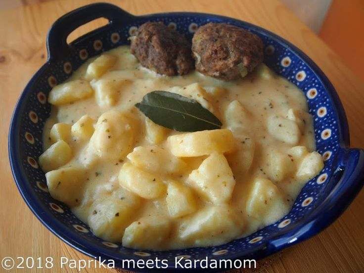 https://paprikameetskardamom.wordpress.com/2018/02/06/ungarisches-alltagsessen-kartoffelgemuese-krumpli-foezelek/