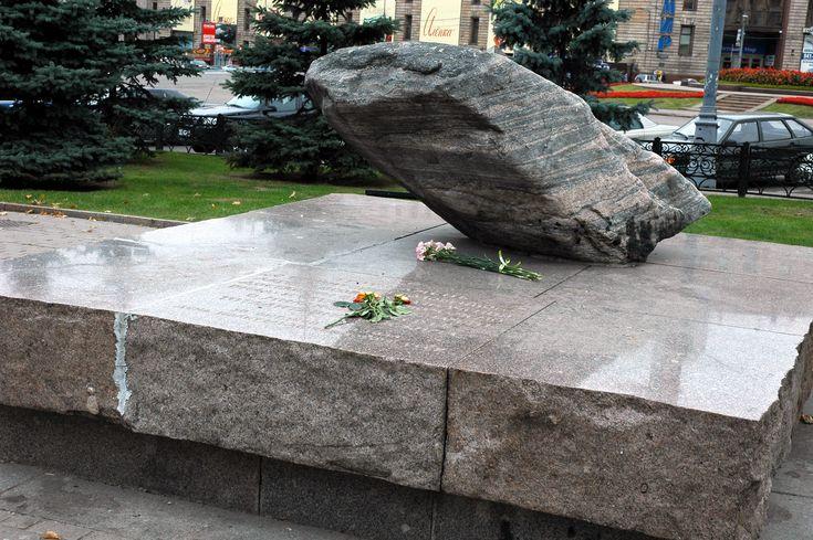 Loubianka_square_memorial.jpg (3008×2000)