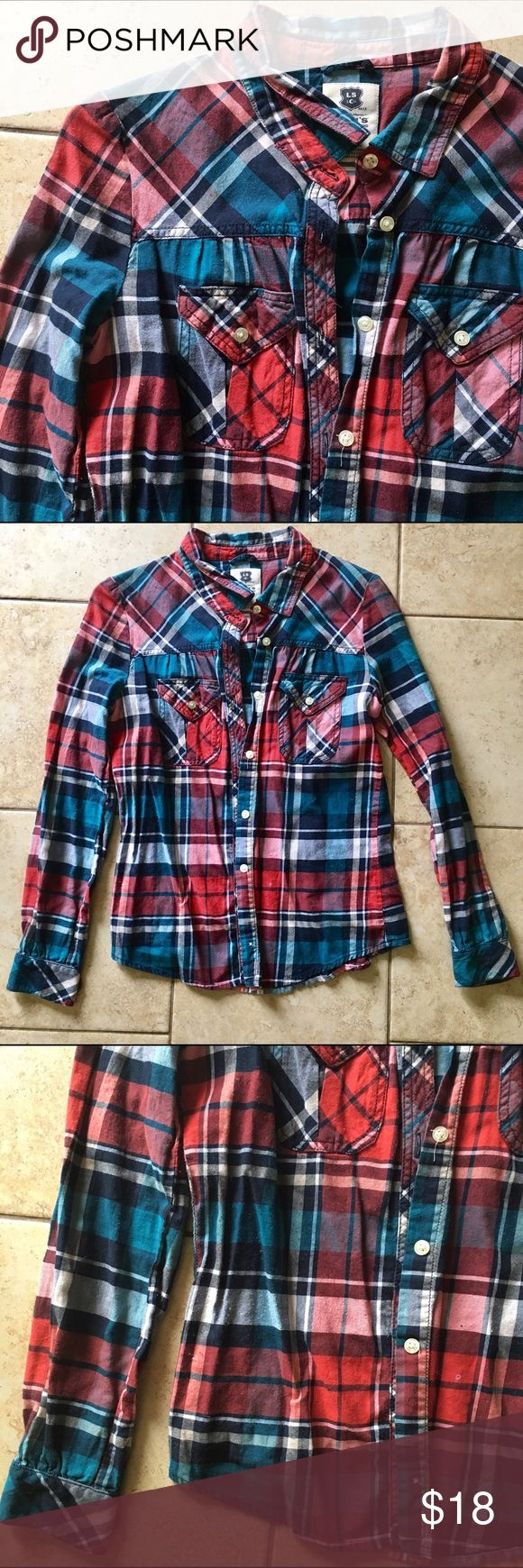 vibrant plaid flannel button-down Brand: Levi's Color: Reds & Blues Size: Small Material: 100% Cotton In excellent condition! Comfy and gorgeous coloring. Try it under another denim or plain button down with the sleeves rolled. And a statement necklace Levi's Tops Button Down Shirts