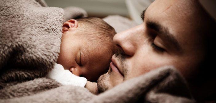 Spánek s dětmi. Spánek s dítětem v jedné posteli rozhodně stojí za vyzkoušení. My jsme se takto naučili spát a musím říct, že první rok jejího života proběhl naprosto v klidu a bez problémů.
