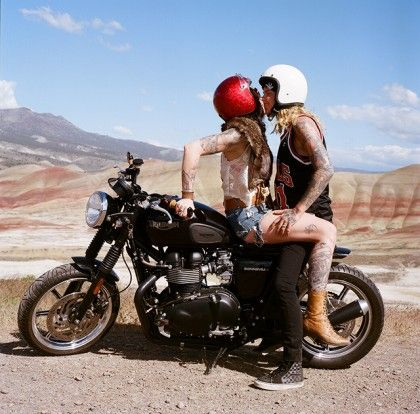 le couple du jour pin up en motos scooters voitures pinterest couples and scooters. Black Bedroom Furniture Sets. Home Design Ideas