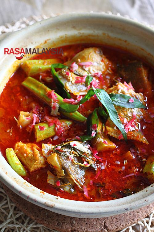 Curry Fish Head recipe - a mean pot of curry and goes very well with steamed white rice. #curry #seafood #dinner