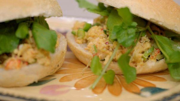 Eén - Dagelijkse kost - brunchbroodjes met roerei en krab