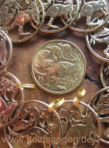 uncirculated- but cut out Australian Dollars / http://www.geldsaegen.de/Australien-1-Dollar-5-Kaenguruhs-.html / bankfrisch ausgesägt: Mob of roos -cut coins