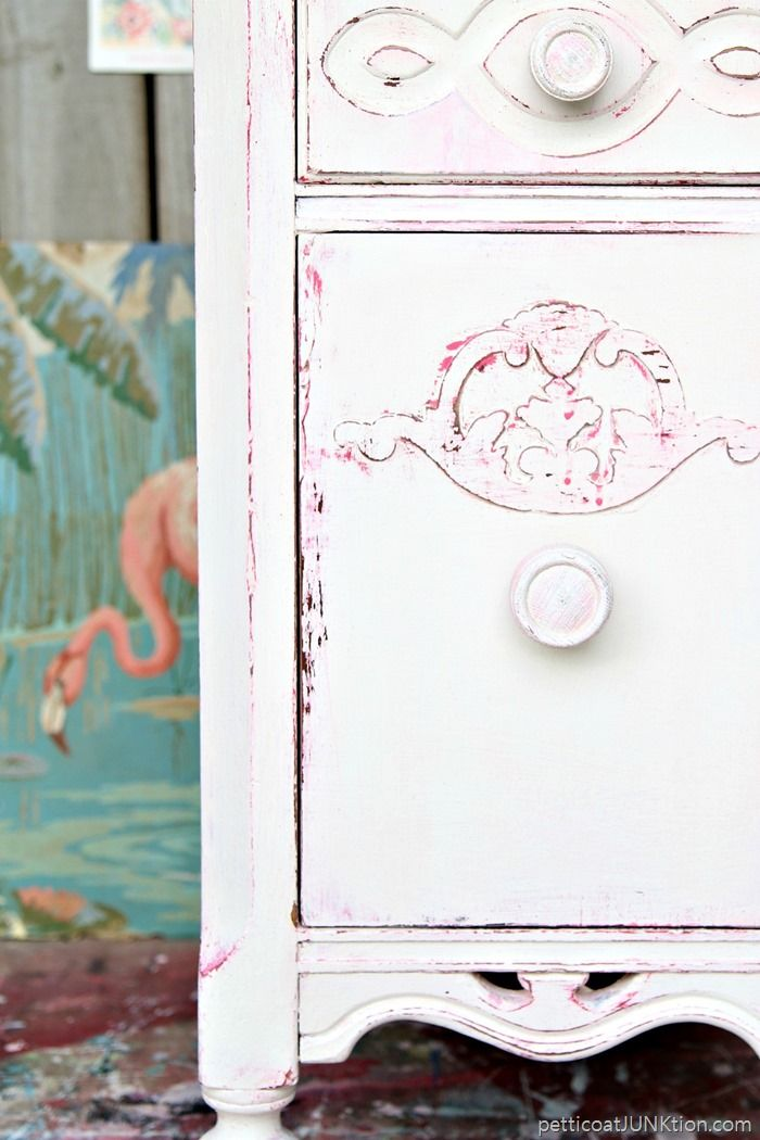 Shabby Chic Pink and White Paint Layers. I forgot how much I love shabby chic…