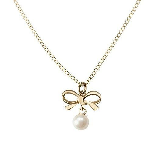 Dainty and delicate, this 9ct pearl pendant and chain makes any outfit sparkle with class 💖  #jewellery #pearls #necklace
