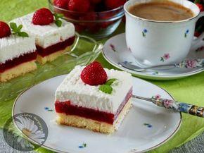 Kulinarne Szaleństwa Margarytki: Ciasto z musem truskawkowym i bitą śmietaną