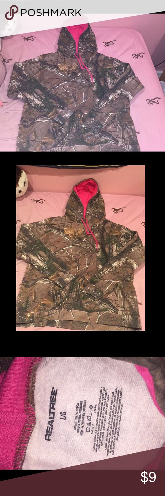 Camo Realtree hoddie Camouflage hoodie,in great condition. Very warm and comfy worn once TAGS: hunt hunting hunter deer redneck country southern realtree Other